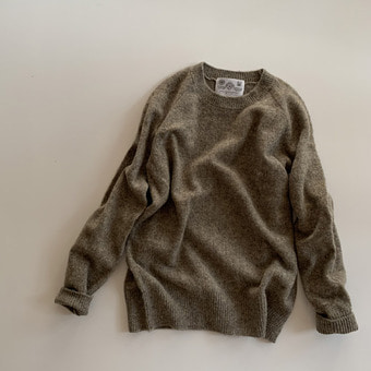 R&D.M.Co- shaggy crew neck sweater(greige)